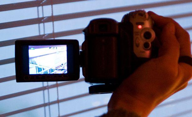 Ohjelmaan osallistuvat kuvaavat itse elämäänsä videolle puolen vuoden ajan.