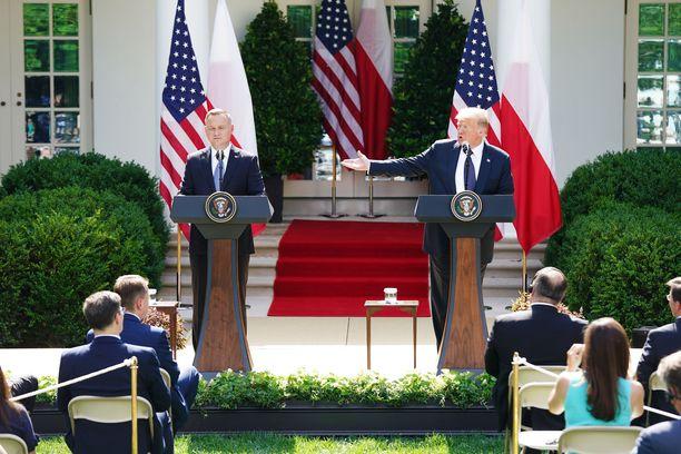 Presidentit Trump ja Duda pitivät keskiviikkona yhteisen tiedotustilaisuuden Valkoisen talon ruusupuutarhassa.
