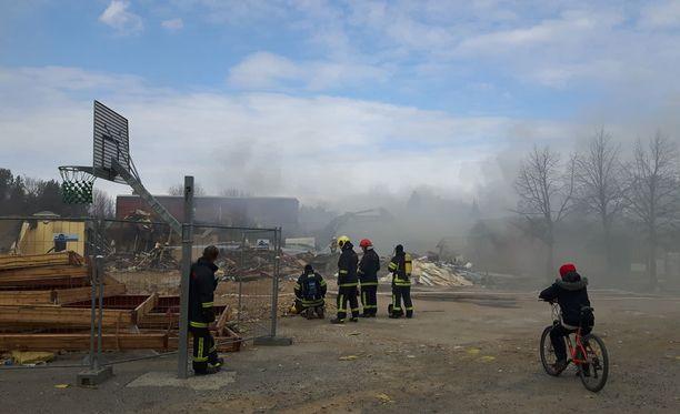 Hätäkeskus sai ilmoituksen tulipalosta varhain lauantaiaamuna.