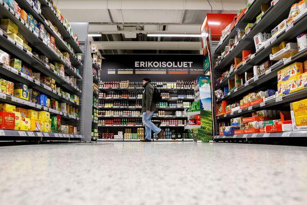 Perjantaina ratkeaa, saako kaupoissa, kioskeissa ja huoltamoilla myydä jatkossa 5,5-prosenttisia alkoholijuomia.