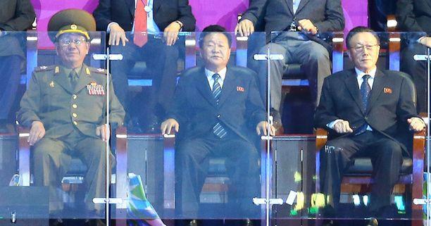Pohjois-Korean ravintoketjun huippua: Hwang Pyong-so (vas.), Choe Ryong-hae ja Kim Yang-gon.