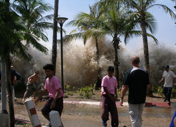 Aasian tsunamissa kuoli 2004 yli 200 000 ihmistä. Kuva Thaimaan Krabin Ao Nangilta, joka on edelleen suosittu turistikohde.