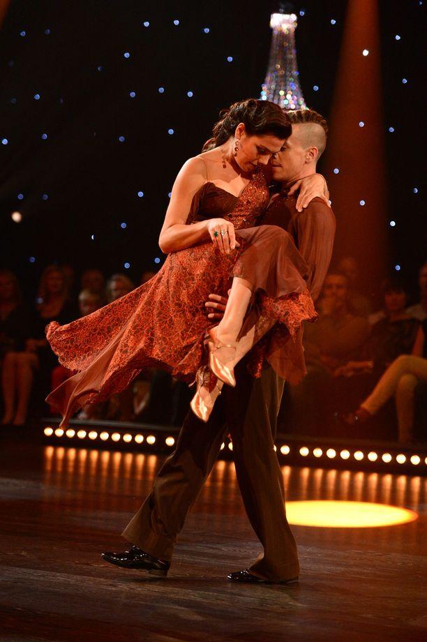 Vuonna 2013 Matin parina tanssi ex-aituri Manuela Bosco. Boscon raskaus asetti koreografioille omat haasteensa.