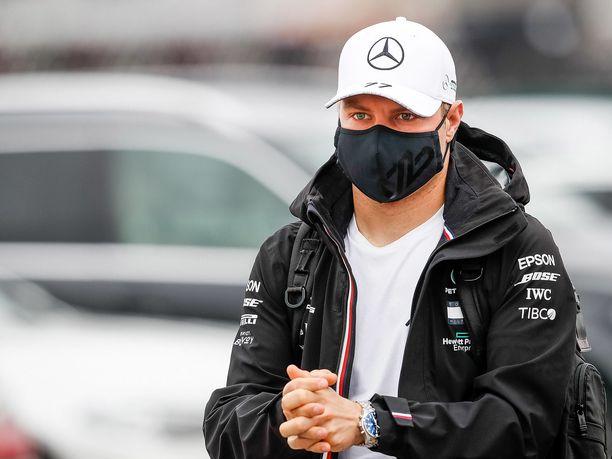 Valtteri Bottas on jäänyt ennätyksellisen kauas tallitoveristaan. Suomalaisen mukaan hän on silti kehittynyt kuljettajana.