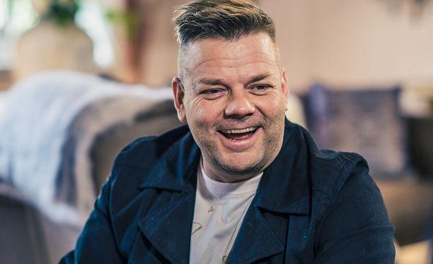 52-vuotias Jari Sillanpää tuli tunnetuksi tangokuninkaana vuonna 1995. Hän on yhä edelleen Suomen menestyksekkäin tangokuningas.