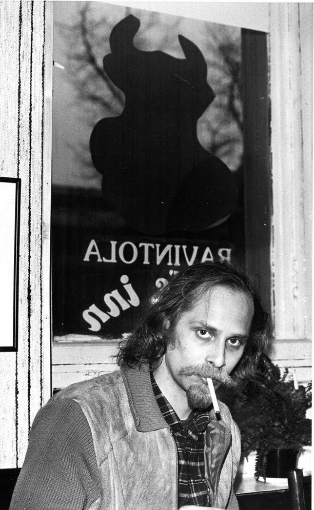 Vuonna 1985 Vierikko kuvattuna ravintolan edustalla.