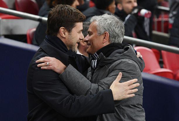 José Mourinho (oik.) ja Mauricio Pochettino tuntevat toisensa hyvin jo La Liga -vuosilta.