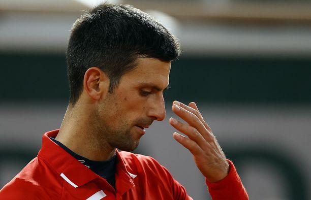 Novak Djokovic eteni Ranskan avoimissa puolivälieriin.