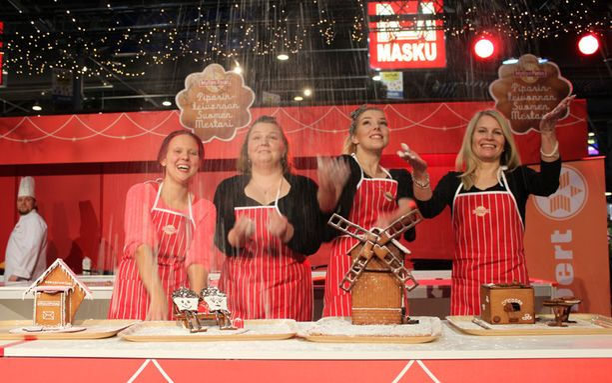 Finaalin jälkeen hymy oli kilpailijoilla herkässä. Finaalissa kilpailivat Taru Lehtinen Tampereelta (vas.), Rita Hiltunen Oulusta, Anni Nieminen Sastamalasta ja Sari Juntunen Kajaanista.