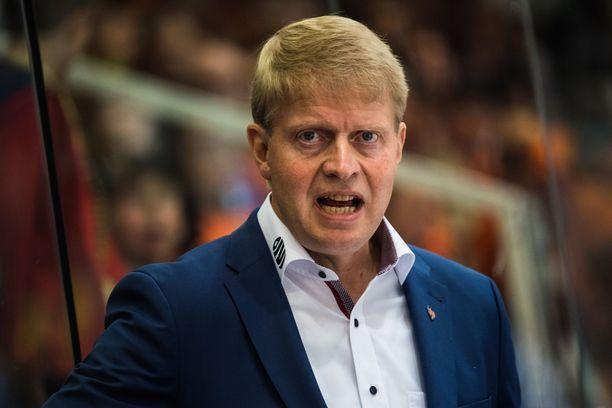 Jukka Rautakorpi on tunnettu vaatimustasostaan, ja Tapparassa tapahtuu nyt kurinpalautus.