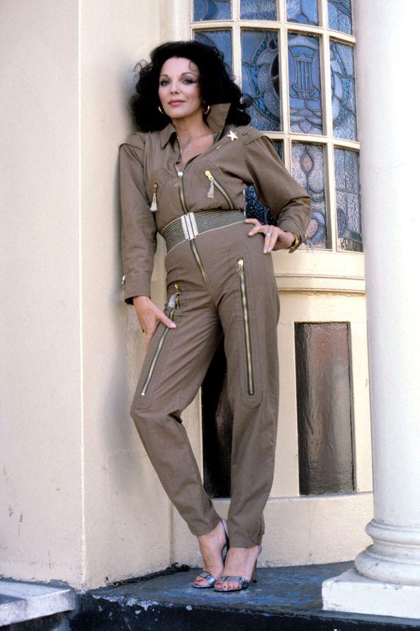 Joan Collins vuoden 1980 tv-sarjassa 'Tales Of The Unexpected' - haalariasu olisi taas muodikas!
