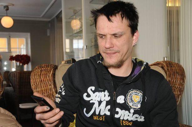Arto Salo avasi onnekseen itse seitsemänvuotiaan poikansa kännykkään tulleen miehistä elintä esittäneen multimediaviestin.