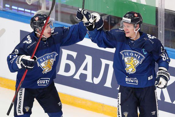 Harri Pesonen (oikealla) teki Venäjää vastaan kaksi maalia, mutta vasta toinen hyväksyttiin.