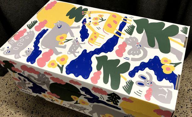 Suomalaisen äitiyspakkauksen laatikko suunniteltiin ensisängyksi 1940-luvulla. Tältä se näyttää nykyisin.