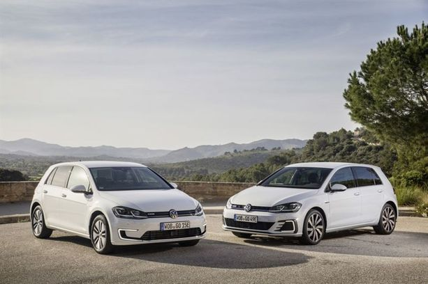 Uuden e-Golfin toimintamatkaksi luvataan jopa 300 kilometriä. Pistokehybridi Golf GTE kulkee sähköllä enimmillään 50 kilometriä.