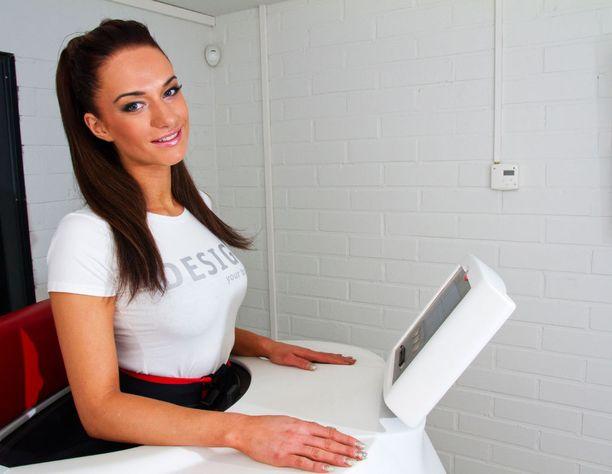Helmikuussa 2012 Miss Helsinki -finalistien kanssa kuntoilemassa.
