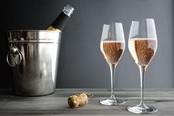 Samppanjan tarjoilussa kannattaa muistaa kunnollinen jäähdytys ja oikeaoppiset lasit.