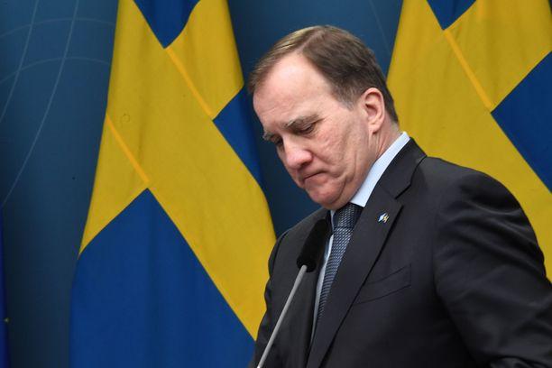 Pääministeri Stefan Löfven kertoi itse uusista matkustusrajoituksista. Arkistokuva tammikuun alusta.