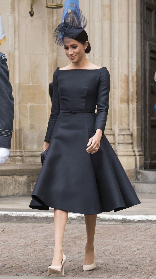 Meghan edusti eleganttina Royal Air Forcen juhlallisuuksissa kesällä.