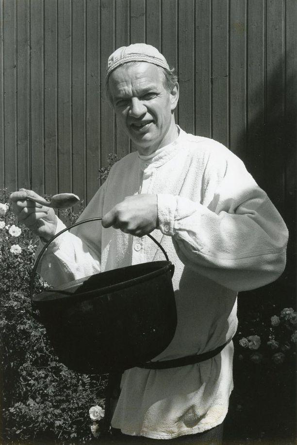 Jaakko Kolmonen oli suomalaisten ruokaohjelmien arvostettu uranuurtaja. Patakakkonen aloitti suomalaisten ruokaohjelmien aikakauden.
