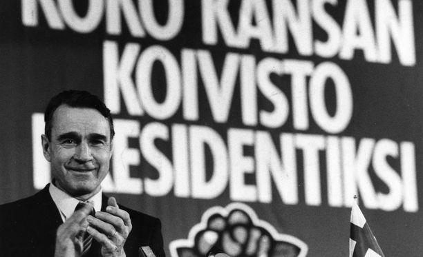 """Sosiaalidemokraattisen puolueen puolueneuvosto hyväksyi 1981 kokouksessaan presidenttikampanjan tunnukseksi """"Koko kansan Koivisto presidentiksi."""""""