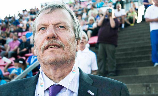 Jarmo Hakanen uskoo, että kilpailuiden järjestäjät ottavat alkukesän keihässekoiluista opikseen.