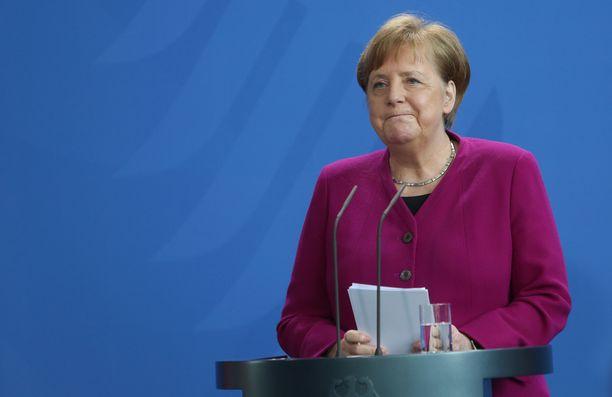 Angela Merkeliä verrattiin Hitleriin – potkujen arvoisesti.