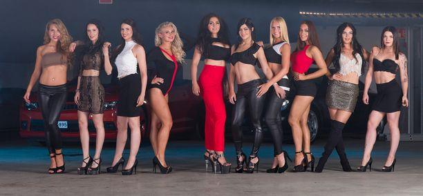 11 ehdokasta kilpailee Henna Peltosen emännöimässä Car Babe -mittelössä.