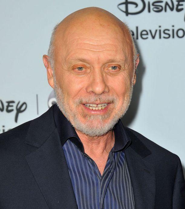 Hector Elizondo on ollut työteliäs jo hamalta 60-luvulta saakka. Filmografiaan kuuluu yli 80 elokuvaa ja lukuisia televisiorooleja.