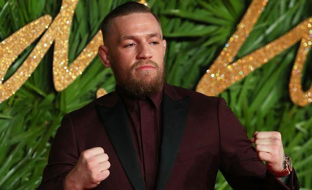 Conor McGregor ei peräänny haasteista häkin ulkopuolellakaan.