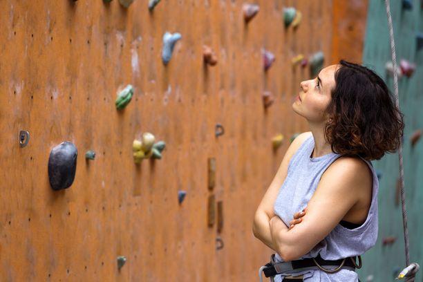 Tukes muistuttaa, että kiipeilyssä on ainekset vakaviin tapaturmiin etenkin korkeammalla kiipeillessä. Kuvituskuva.