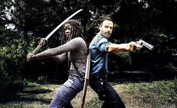 Michonne ja Rick Grimes kahdeksannella tuotantokaudella.