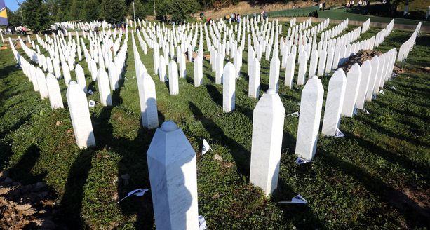Suomeen viime vuonna tuotu Radivoje Miletić tiesi armeijan aikeista murhata tuhansia muslimeja Bosniassa. Kansanmurhan uhrien hautausmaa on Potocarissa Bosniassa.