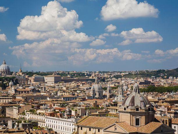 Vatikaanissa on nostettu viimein syytteet hyväksikäyttötapauksessa.