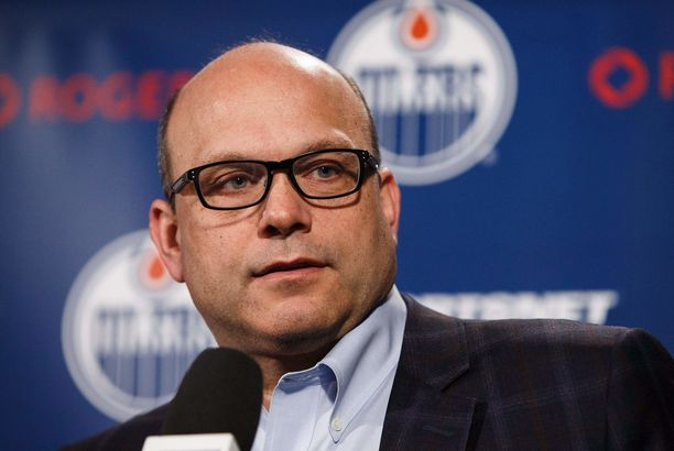 Edmonton Oilers antoi Peter Chiarellille kenkää.