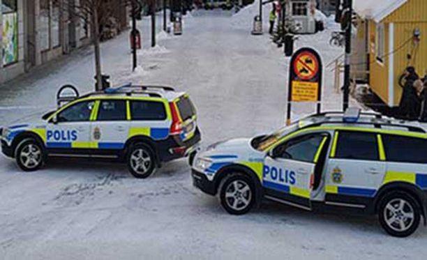 Poliisi on eristänyt laajan alueen Sundsvallin keskustassa.