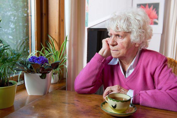 Moni isovanhempi on liian vanha tai sairas, asuu liian kaukana tai ei itse halua osallistua lapsenlapsiensa elämään. Monella kuitenkin olisi halua, aikaa ja terveyttä, mutta ei mahdollisuutta.
