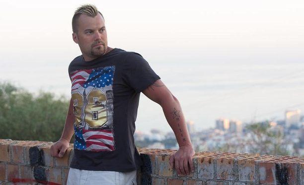 Heikki Koskelo nauttii uudesta elämänvaiheesta hiljan elämään tulleen uuden rakkaan kanssa.