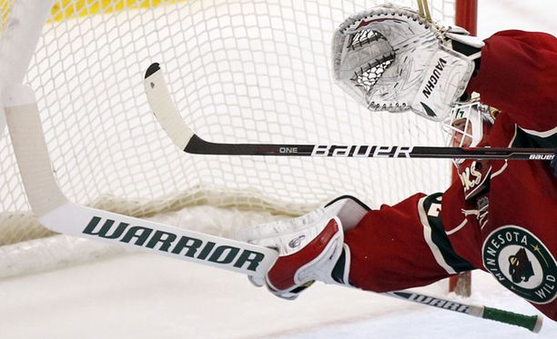 Niklas Bäckström loisti yön NHL-kierroksella.