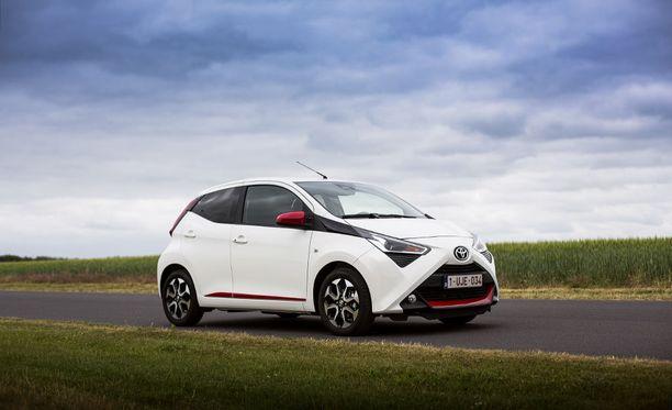 Aygon muotoilussa on panostettu leikkisyyteen. Ei lainkaan tylsä Toyota.