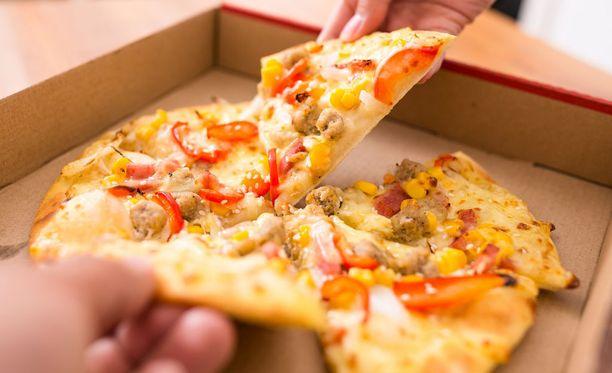 Runsas rasvainen ruoka ei ole paras vaihtoehto iltapala-aikaan.