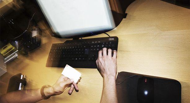 Suomalaiset käyttävät ahkerasti internet-pankkien palveluita.