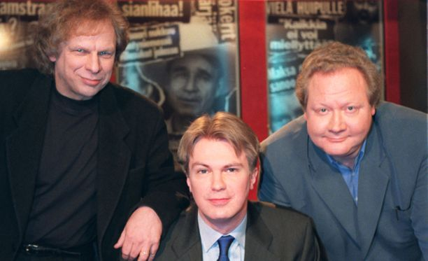 Uutisvuodon ensimmäiset jaksot nähtiin vuonna 1998. Alkuperäiseen kokoonpanoon kuuluivat Tervon lisäksi Tommy Tabermann ja Peter Nyman (keskellä).
