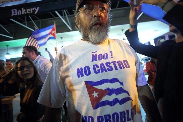Ei Castroa, ei ongelmaa, miehen paidassa luki.