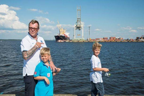 Neumanin pojat Noel ja Misha ovat laulajan liitosta Dianan kanssa.