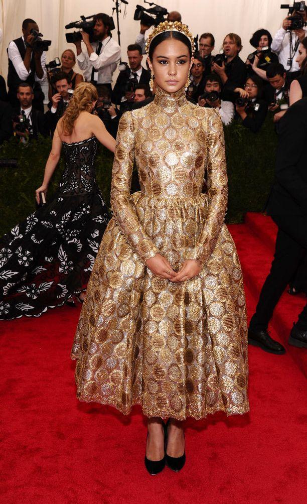Courtney Eaton pukeutui Dolce&Gabbanaan.
