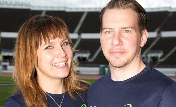 Niina Lahtinen ja Aku Hirviniemi ilmoittivat tänään eroavansa. Eropäätöksen he tekivät jo vuosi sitten.