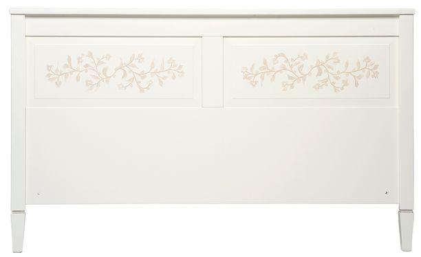 FIIA-pääty on tyyliltään hempeän maalaisromanttinen. Siinä on herkkiä kukkasomisteita. Pääty Masku. Hinta 499,