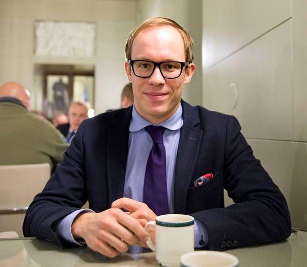 Vapaaehtoisesti eduskunnasta luopunut Lasse Männistö valittiin Mehiläinen-konsernin terveyshuollon ulkoistamisesta vastaavaksi johtajaksi tällä viikolla.