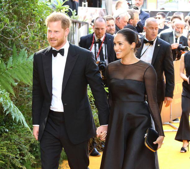 Prince Harry ja Meghan saapuivat viime kesänä Leijonakuningas-elokuvan ensi-iltaan.